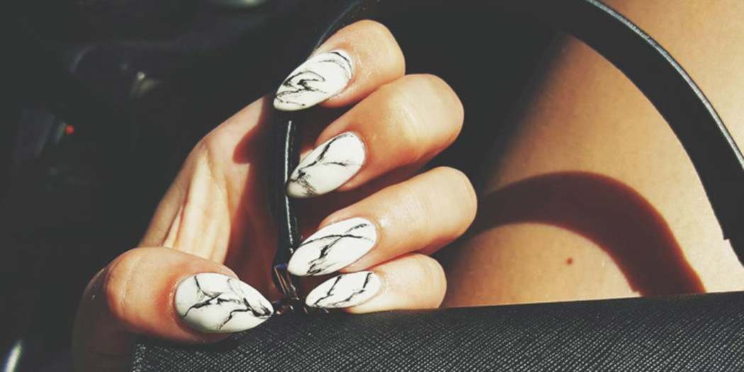 DIY video: stylish marble nails