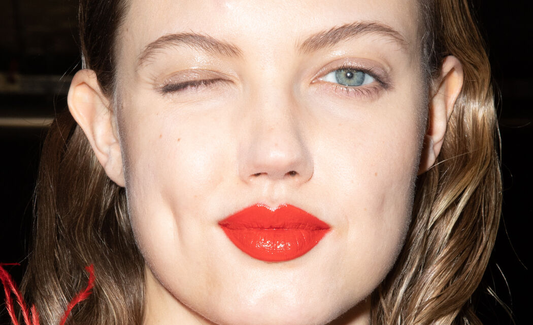 /ckfinder/userfiles/images/trendalert/202004/GettyImages-1207986153%20rode%20lipstick%20shopping.jpg