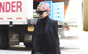 OOTD: Nicole Richie in velvet turtleneck