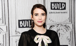 "5 stijltips van Emma Roberts ""Own it. It's more comfortable"""