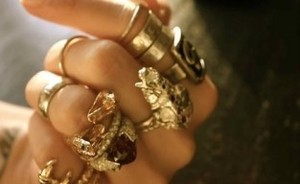 Thank God it's Monday: hand vol ringen