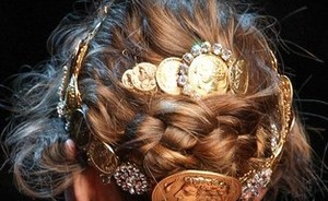 Hip of horror: metallic hairpieces