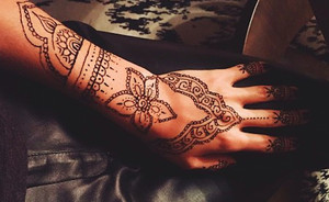 Festival trend: Henna hands