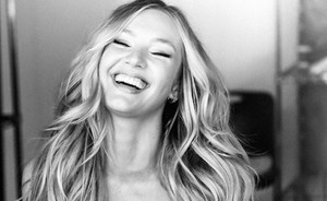 Candice Swanepoel is verloofd!
