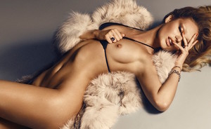 Candice Swanepoel in supersexy shoot voor Lui