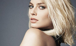 VIDEO: Margot Robbie's creepy perfect beauty routine