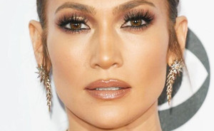 47 and fabulous! J.LO's make-upgeheim