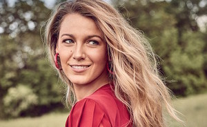 Blake Lively maakt de grappigste make-up tutorial ooit