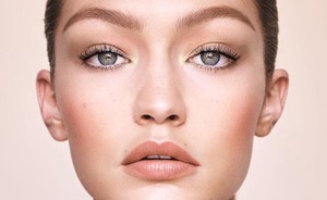 Dit is de Gigi Hadid x Maybelline make-upcollectie!
