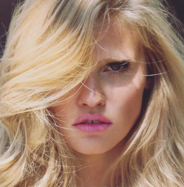 Lara Stone ontvangt Model of the Year award