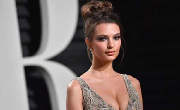 /ckfinder/userfiles/images/Fashionscene/Beelden%202017/December/GettyImages-645734328-%20Emily%20Ratajkowski.jpg