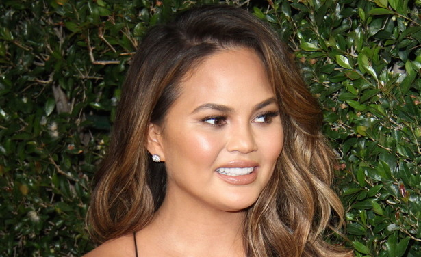 /ckfinder/userfiles/images/Fashionscene/Beelden%202018/Januari%202018/BP_33308785%20Chrissy%20Teigen%20Grijs%20haar%20thumb.jpg