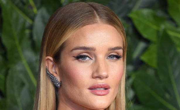 /ckfinder/userfiles/images/trendalert/201902/GettyImages-1071543226%20rosie%20huntington-whiteley%20acne%20gezichtsreiniging.jpg