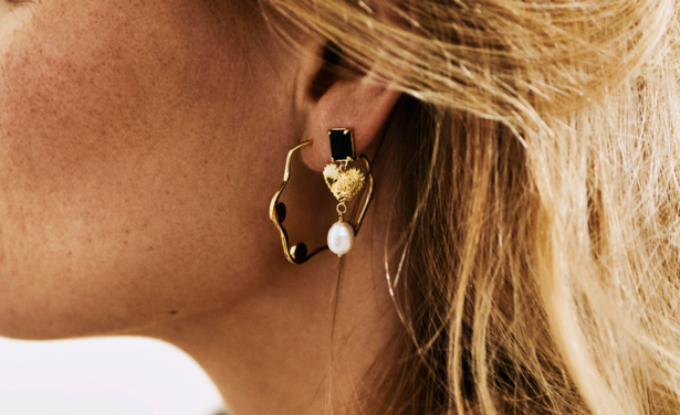 /ckfinder/userfiles/images/trendalert/201909/Onyx%20Heart%20Earring%20Brass%20Goldplated%20anna%20nina.png