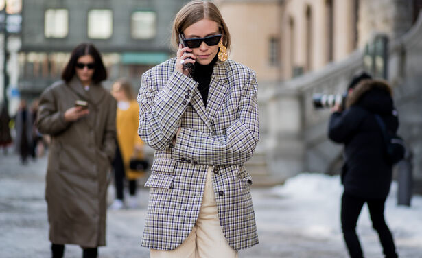/ckfinder/userfiles/images/trendalert/201911/GettyImages-911136720%20blazer%20styling%20tips.jpg