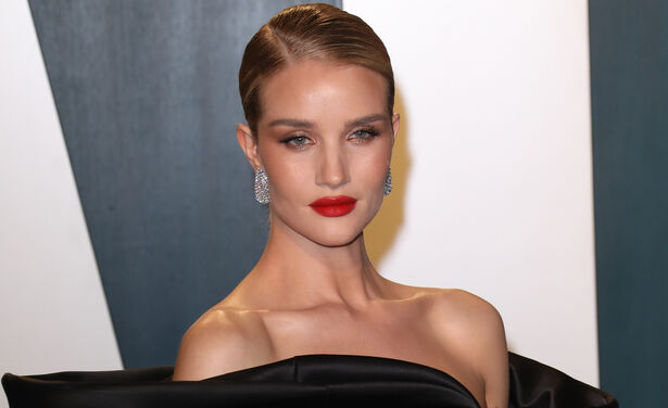 /ckfinder/userfiles/images/trendalert/202006/GettyImages-1221067018%20wenkbrauwen%20wenkbrauwgels%20rosie%20huntington-whiteley.jpg