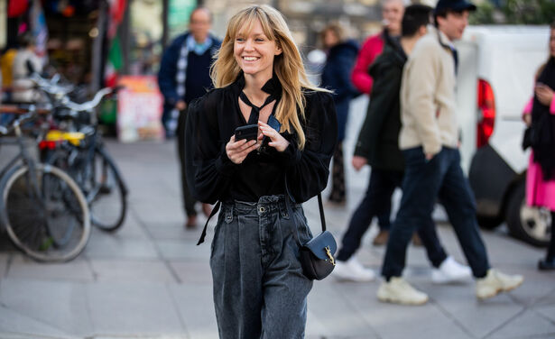 /ckfinder/userfiles/images/trendalert/202012/GettyImages-1207633893-manieren-zwarte-jeans-stylen-trends-mode-winter-2020.jpg