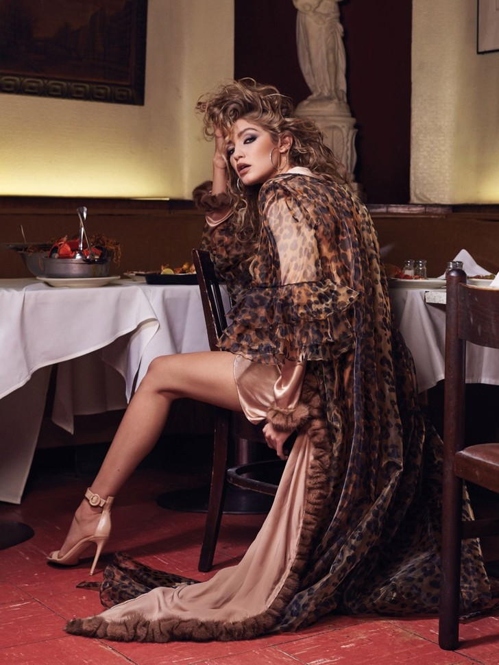 Gigi Hadid scoort covershoot in CR Fashion Book #8