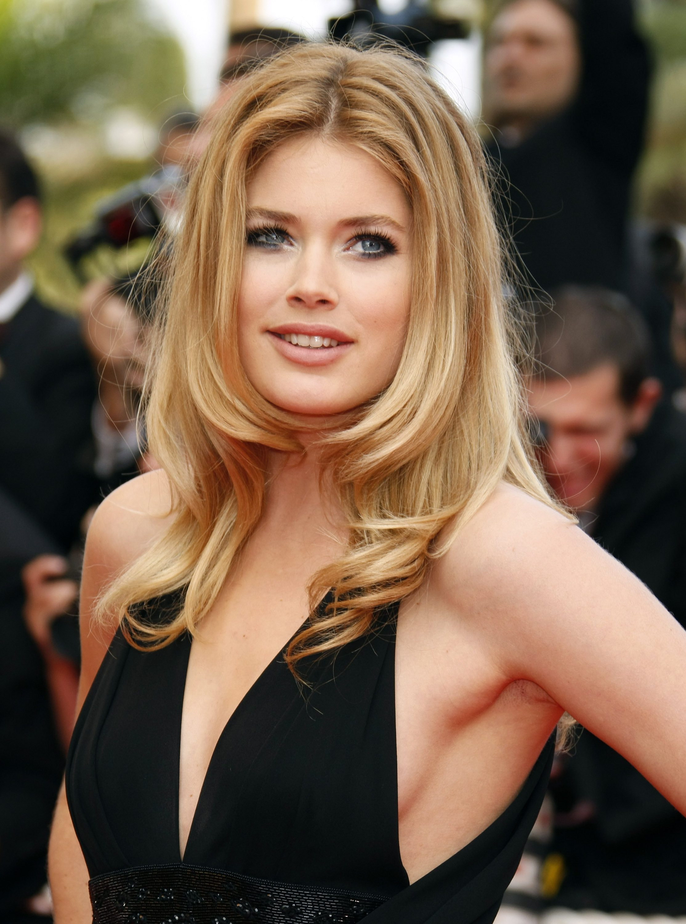 Alle red carpet looks van Doutzen in Cannes