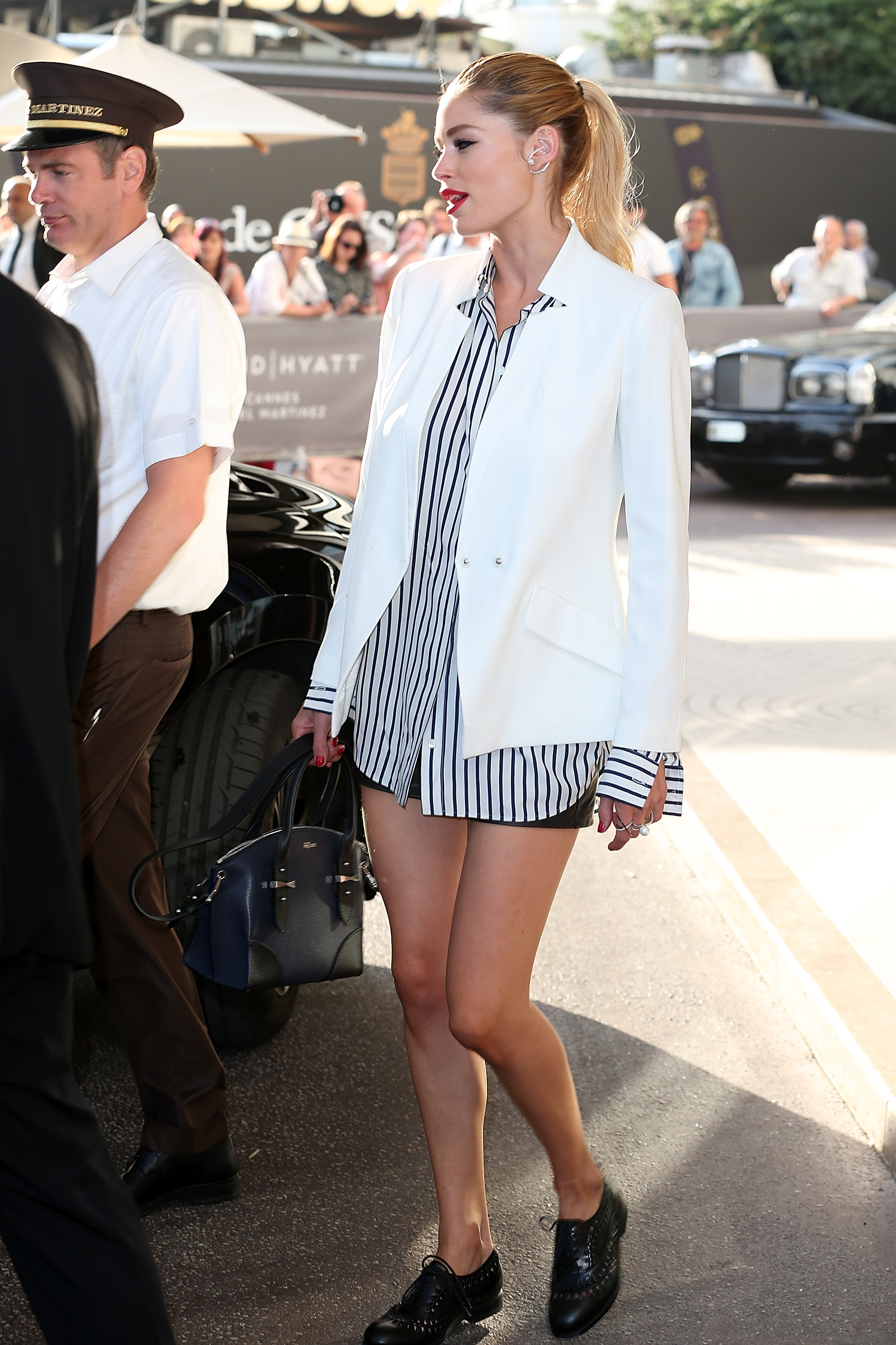 http://www.trendalert.nl/p/26298/throwback_alle_red_carpet_looks_van_doutzen_in_cannes