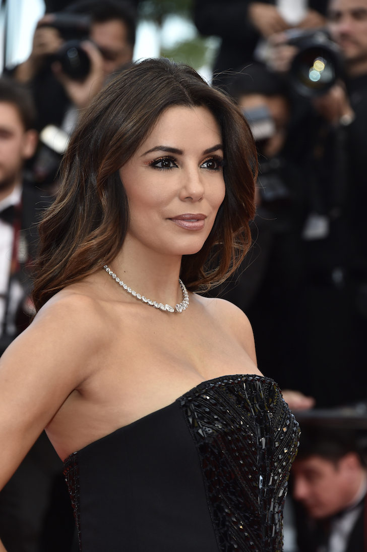 Dit is waar je de red carpet beauty look van Eva Longoria shopt