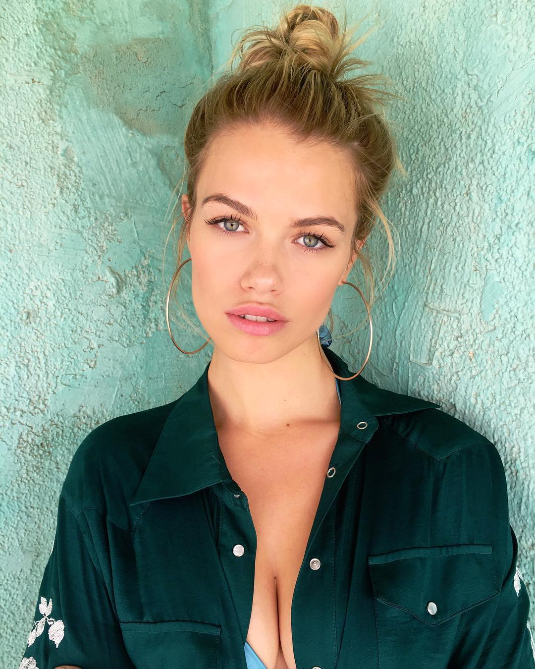 Hailey Clauson hoop earrings celebs